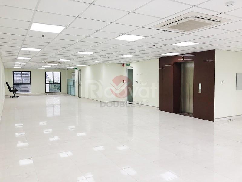 Văn phòng 137m2 quận Bình Thạnh, trần sàn hoàn thiện, không vướng cột