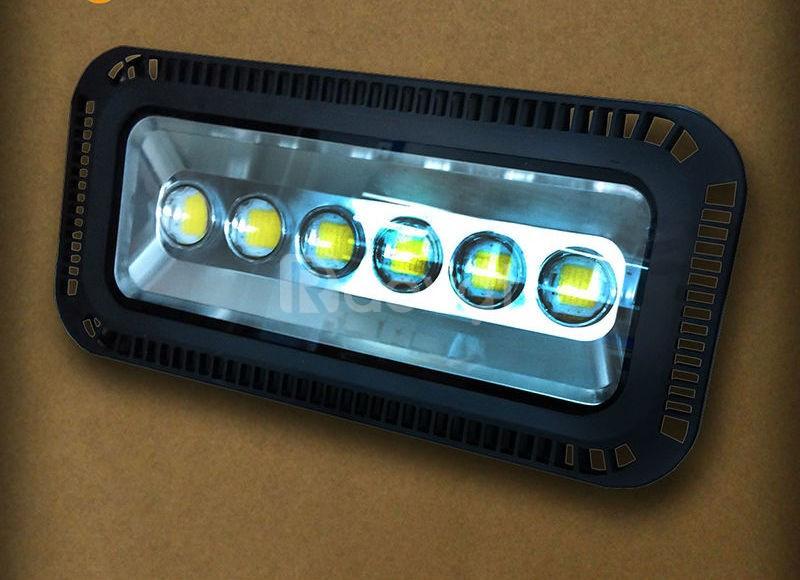 Đèn pha led 100W 150W 200W 300W Chip Led