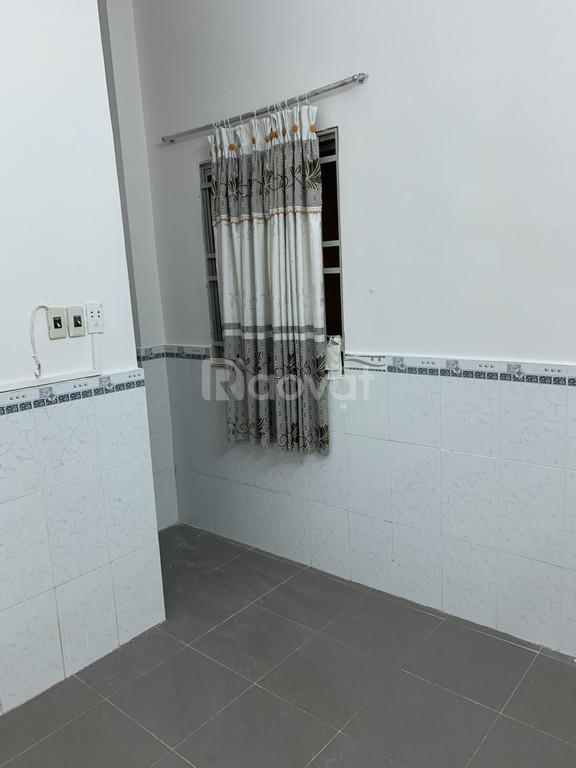 Nhà 1 trệt 1 lầu, 2 phòng ngủ, 2 toilet, đường hẻm ô tô Nguyễn Quý Yêm