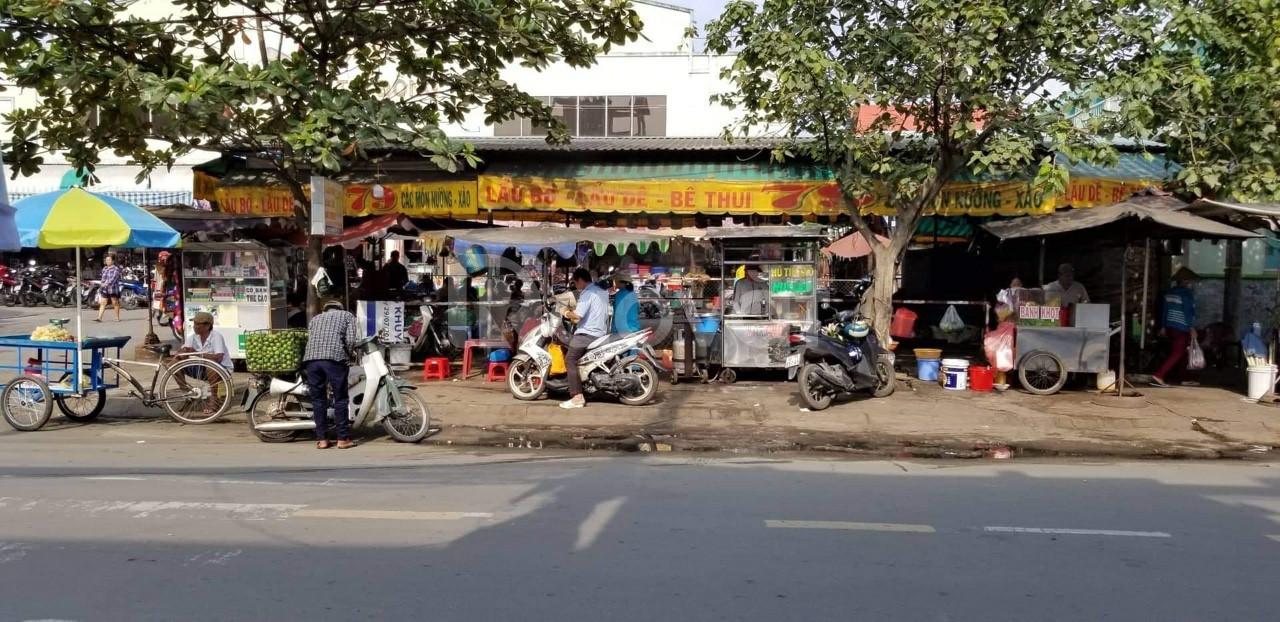 Nhà mặt tiền đối diện chợ Bình Trị Đông