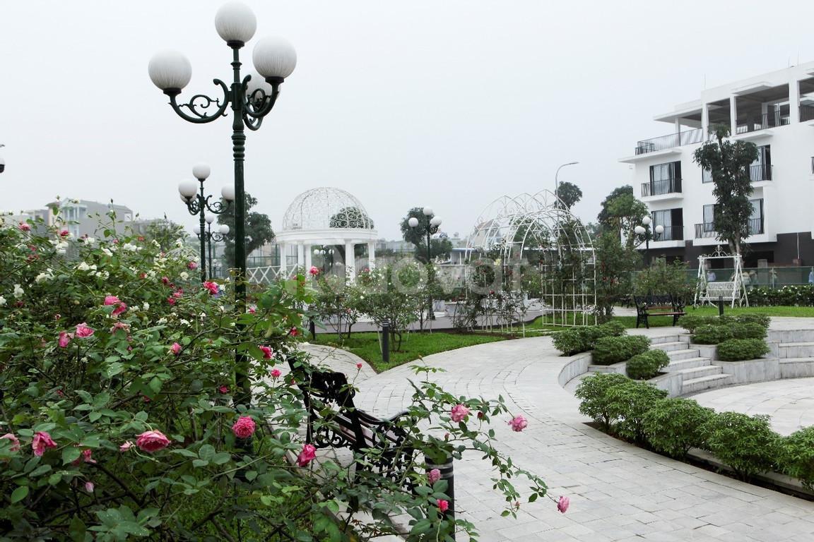 Chính chủ The Eden Rose cần bán căn liền kề R3 - Hướng TN- 7 tỷ/ 87m2
