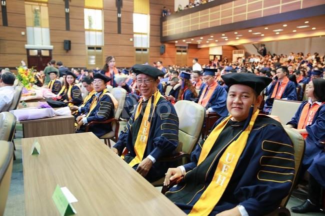 Nhận may lễ phục tiến sĩ, thạc sĩ, áo cử nhân sinh viên