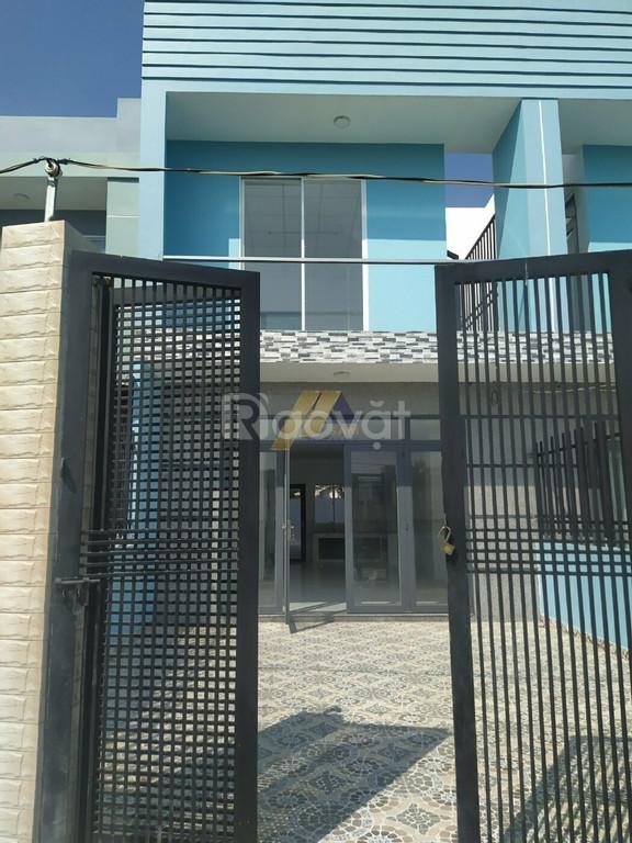 Cần bán nhà mặt tiền đường Hoàng Phan Thái, chợ Bình Chánh giá 1,5 tỷ