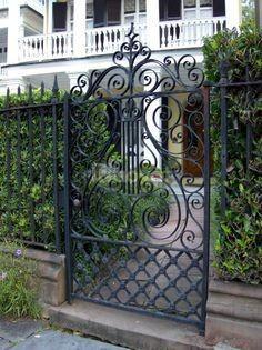 Cổng sắt uốn, sắt CNC  hiện đại, giá tốt nhất cho biệt thự, nhà phố, v