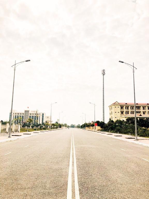 Cần bán lô đất 2 mặt tiền sổ đỏ vĩnh viễn, 50m ra tới ủy ban quận