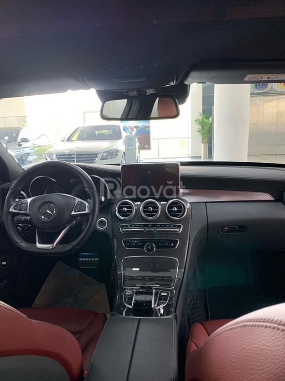 Xe lướt hãng Mercedes C300 AMG 2018 đen nội thất đỏ cực hiếm