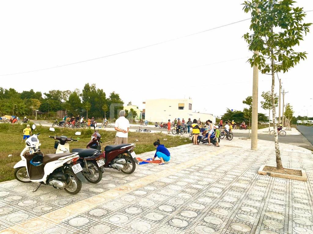 Đất nền Vĩnh Long, gần chợ, đã có sổ 835 triệu 90m2