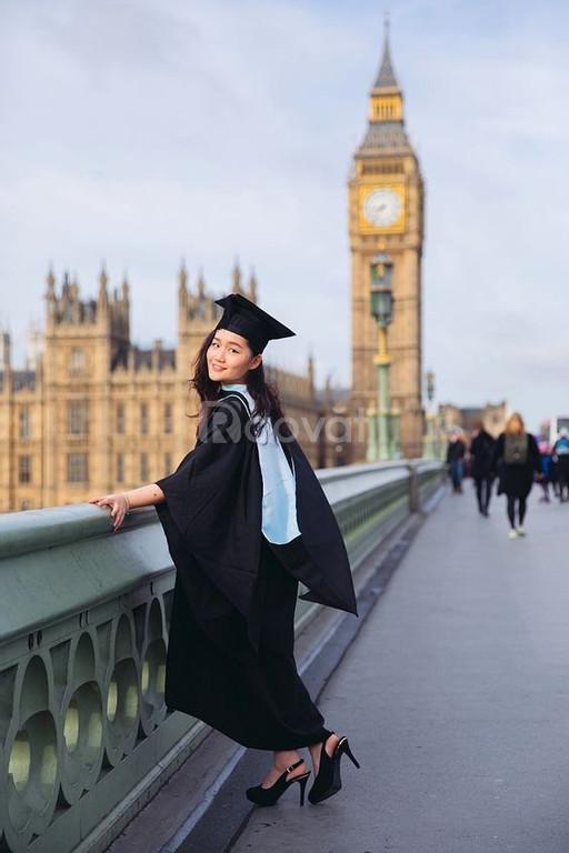 May lễ phục tốt nghiệp ở Bình Dương
