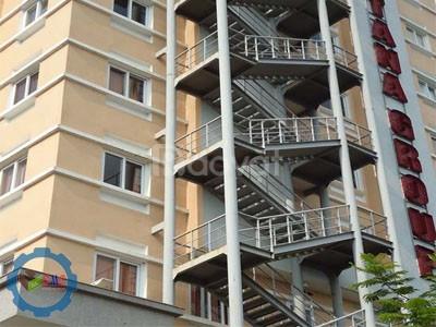 Cầu thang sắt thoát hiểm (ảnh 4)