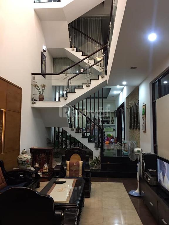 Bán nhà Lê Văn Việt, Quận 9, 168m2, 4 tầng,  xe hơi vào nhà, 8,8 tỷ