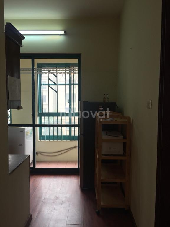 Bán gấp căn hộ 2,3 PN giá rẻ trên đường Cầu Giấy
