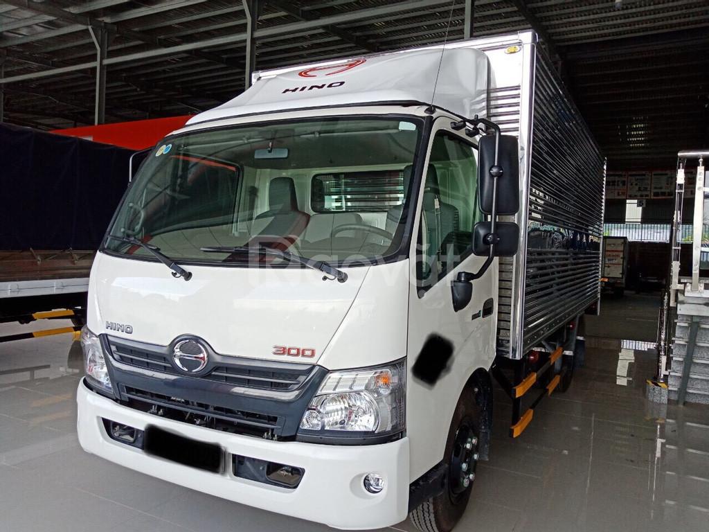 Xe tải Hino 300XZU720 3T5 Thùng kín 5m2