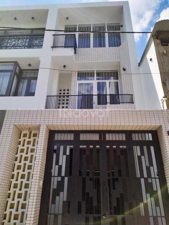 Bán nhà Bình Chánh, nhà ống 2 tầng, sổ riêng, cách THPT Bình Chánh 1km