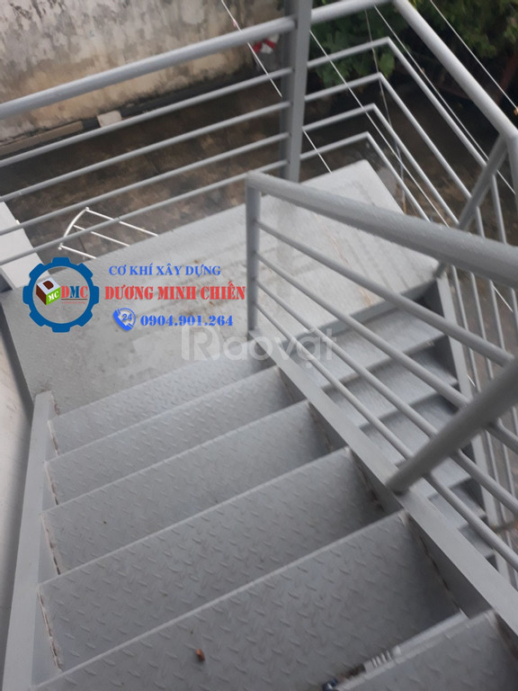 Cầu thang sắt ngoài trời (ảnh 4)