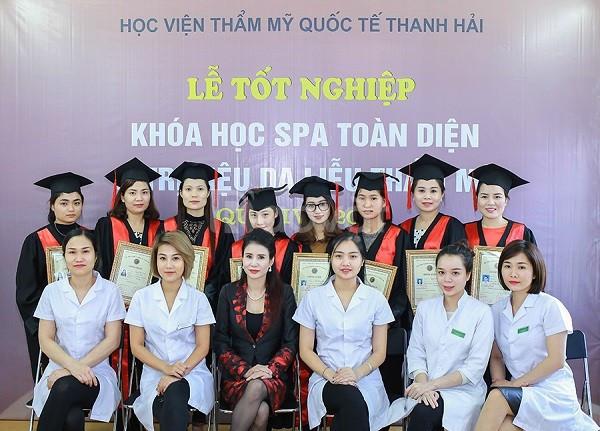 Xưởng cho thuê áo cử nhân, áo tốt nghiệp spa