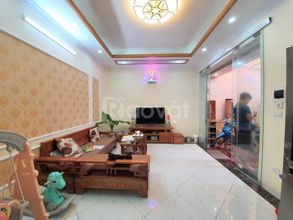 Bán nhà đẹp 5 tầng phố Tam Trinh