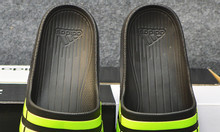 Adidas Duramo màu đen sọc xanh lá