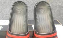 Adidas Duramo màu đen sọc đỏ