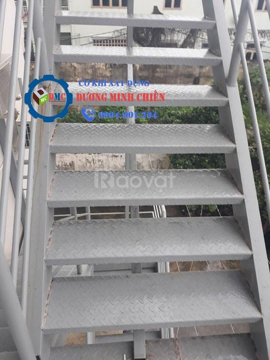 Cầu thang thoát thoát hiểm  (ảnh 3)