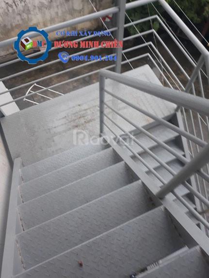 Cầu thang thoát thoát hiểm  (ảnh 1)