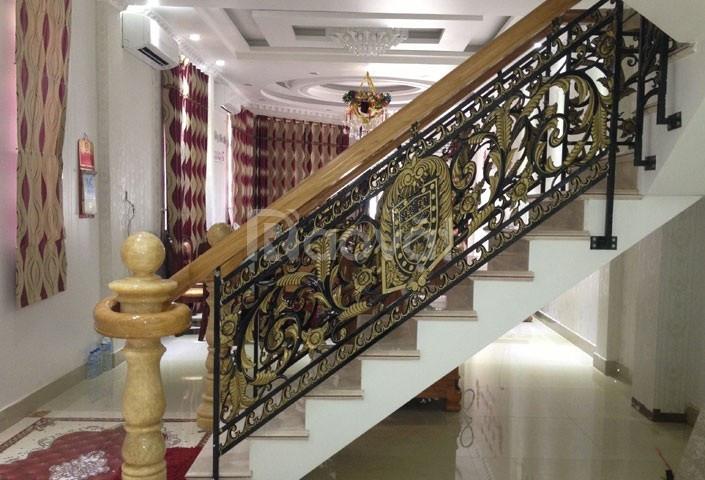 Cầu thang nhôm đúc bền đẹp sang trọng (ảnh 4)
