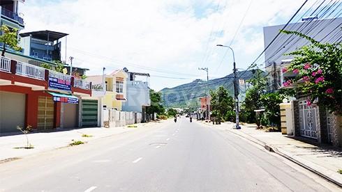 Bán đất mặt tiền đường lớn, liền kề khu Tên Lửa, 5mx20m, gần Aeon