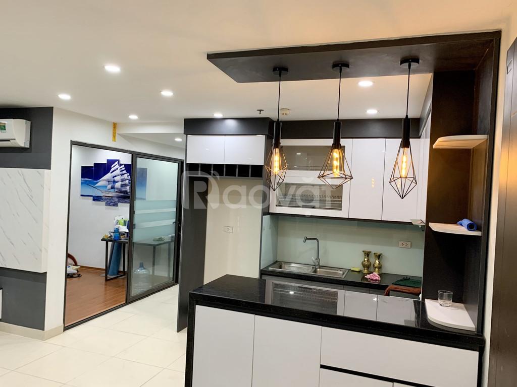 Bán gấp căn hộ mới, nội thất 5 sao, mặt đường Nguyễn Trãi, 4 tỷ/97m2