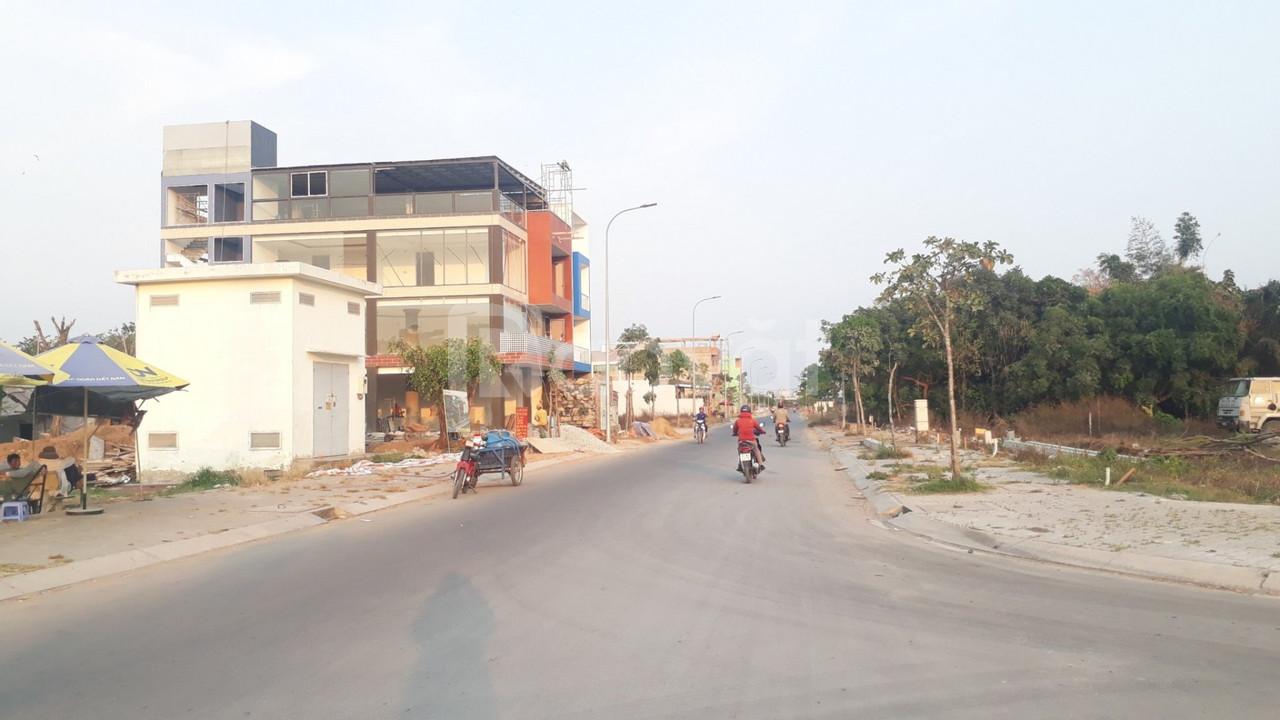 Sang gấp 2 lô đất tỉnh lộ 10,thổ cư 200m2 đường 20m2 gần-Điện Máy Xanh