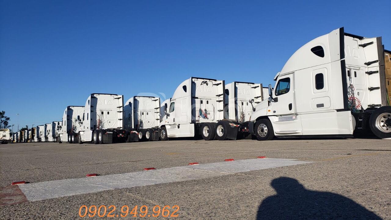 Xe đầu kéo cascadia freightliner đầu kéo Mỹ cũ 2014