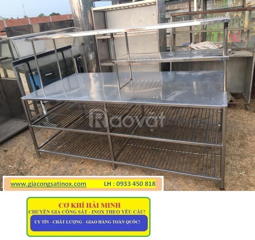 Các loại bàn bàn inox sử dụng trong bếp công nghiệp