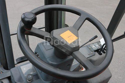 Xe nâng điện ngồi lái hiệu Nissan