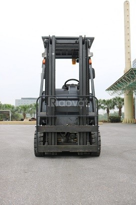 Xe nâng điện ngồi lái 3 bánh hiệu Nissan 1N1L180