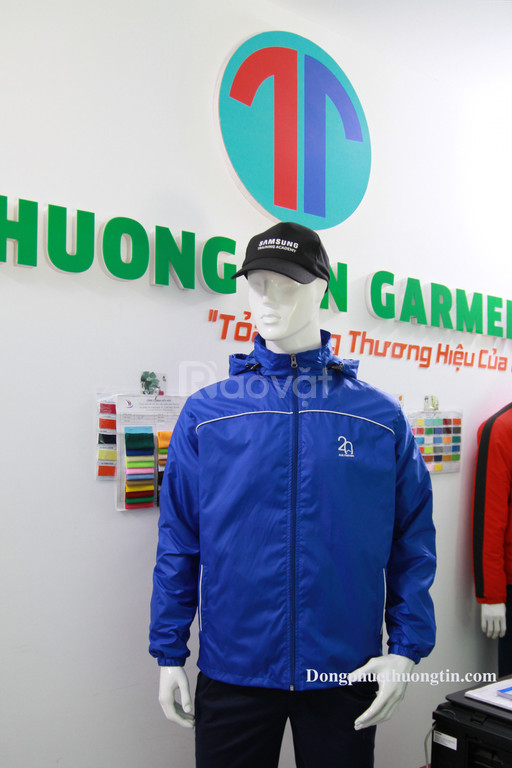 Xưởng may áo khoác đồng phục theo yêu cầu