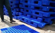 Pallet nhựa 5 bánh xe đựng hàng hóa