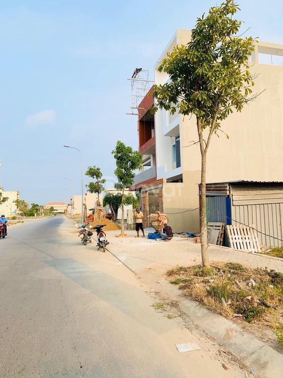 Ngân hàng thanh lý 15 lô đất 2 lô góc gần vòng xoay Phú Lâm