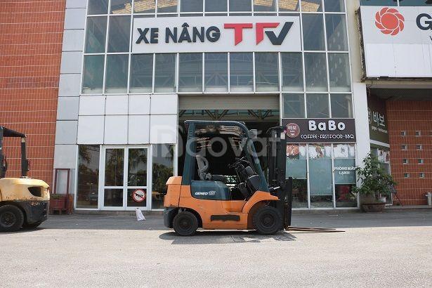 Xe nâng động cơ xăng ngồi lái hiệu Toyota model 7FG15