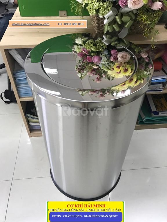 Thùng rác inox công cộng để bạn có thể vứt rác đúng quy định