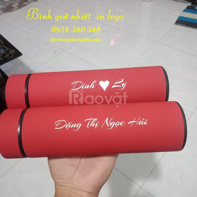 Bình giữ nhiệt khắc logo, khắc tên giá rẻ Phong Phu Gifts