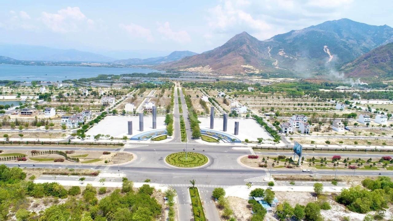Đất vàng thượng hạng bên Đầm Thủy Triều, Star Lake Cam Lâm