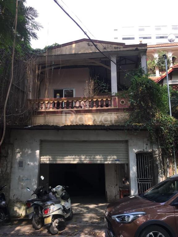 Cho thuê nhà phố kinh doanh mặt hồ Chùa Láng