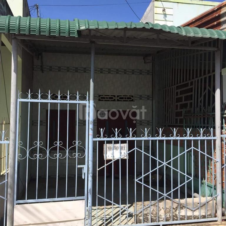 Kẹt tiền cần bán gấp nhà cấp 4 khu Văn Thánh giá 550tr