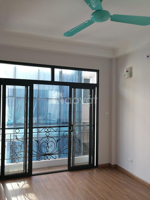 Chính chủ bán nhà xây mới khu Tân Mai, Hoàng Mai, 41m2x5T, giá 3,2 tỷ, sân cổng riêng