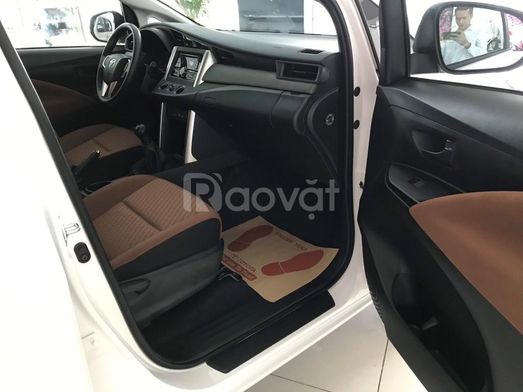 Toyota Innova 2020 số sàn giao ngay màu trắng chuẩn bị 250 tr