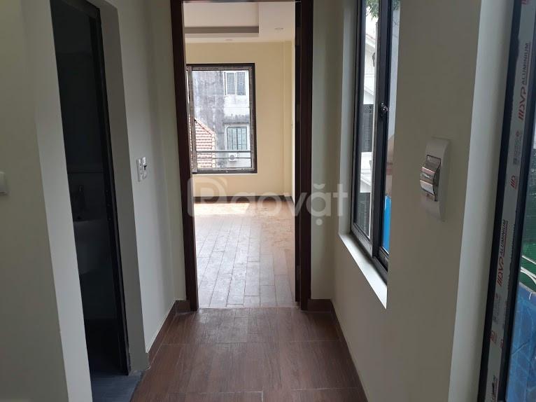Bán nhà ngõ 99 phố Định Công Hạ, diện tích 69m2 x 5 tầng, 7 phòng ngủ