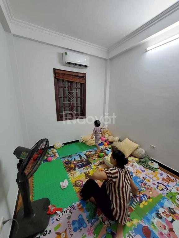 Bán nhà Hoàng Quốc Việt, Cầu Giấy, lô góc, 32m2, 5 tầng, 4m mặt tiền