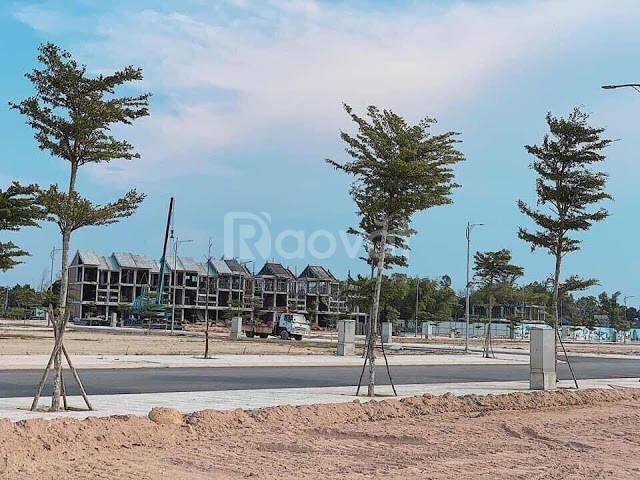 Gia đình đi nước ngoài nên e cần bán nhanh lô đất ngay cầu Cửa Đại