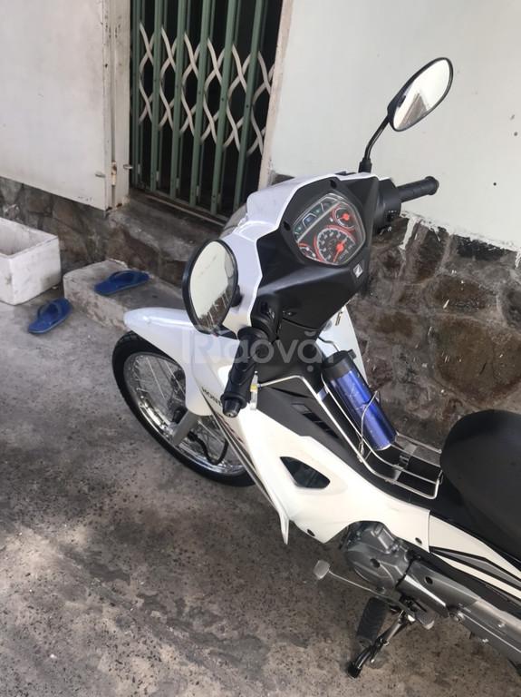 Cần bán Honda Blade 2018, màu trắng, đã đi 8300 km
