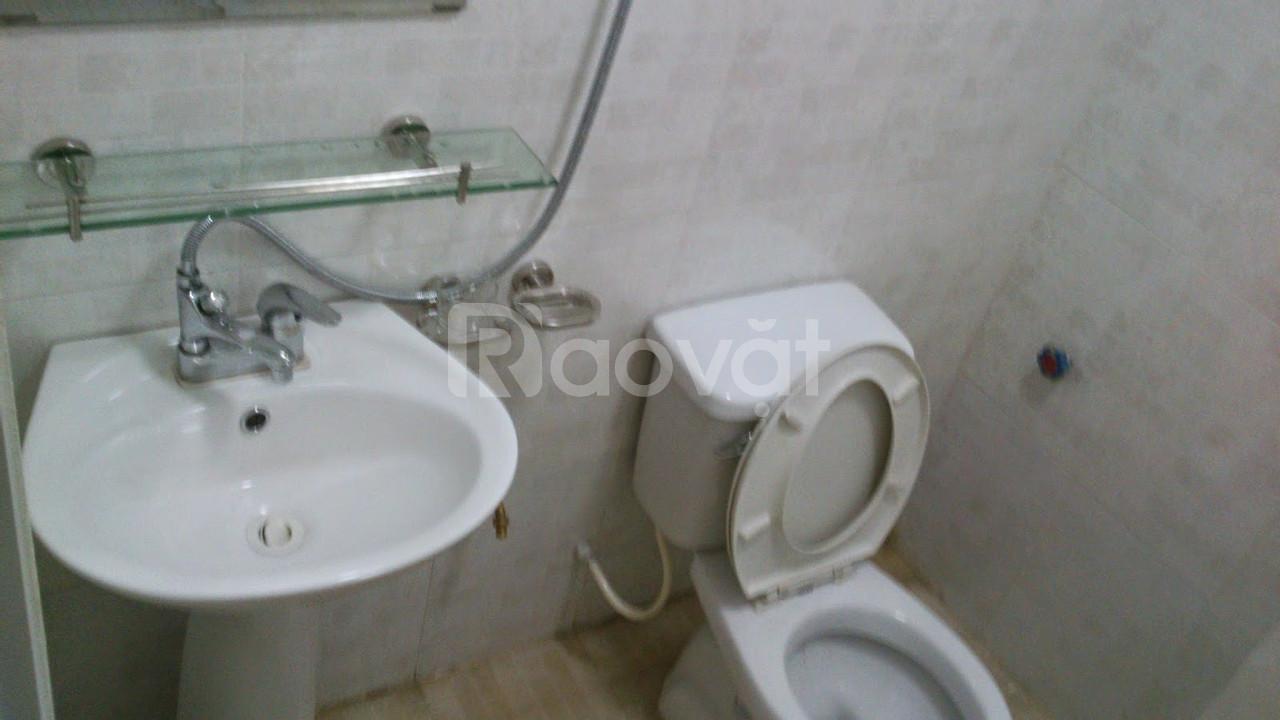 Cho thuê căn hộ tiện nghi tại phố Định Công Thượng