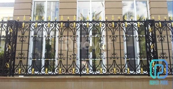 Top những mẫu hàng rào sắt uốn mỹ thuật đẹp, cao cấp cho mặt tiền (ảnh 6)