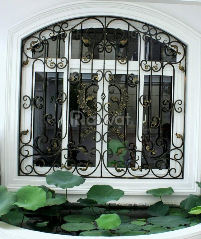Top những mẫu hàng rào sắt uốn mỹ thuật đẹp, cao cấp cho mặt tiền (ảnh 8)